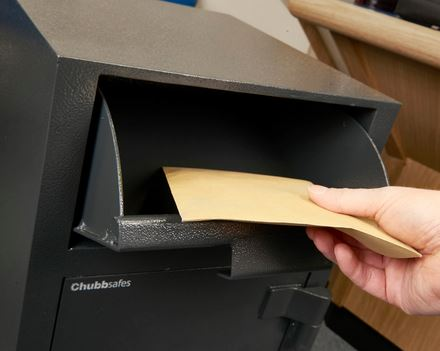 Cajas fuertes con deposito de fondos fichet
